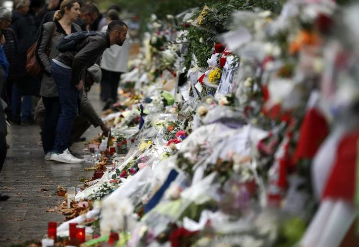 La noche del 13 de noviembre, Francia entera vistió de luto por los atentados terroristas más graves que haya sufrido en su historia reciente. (AP/Archivo)