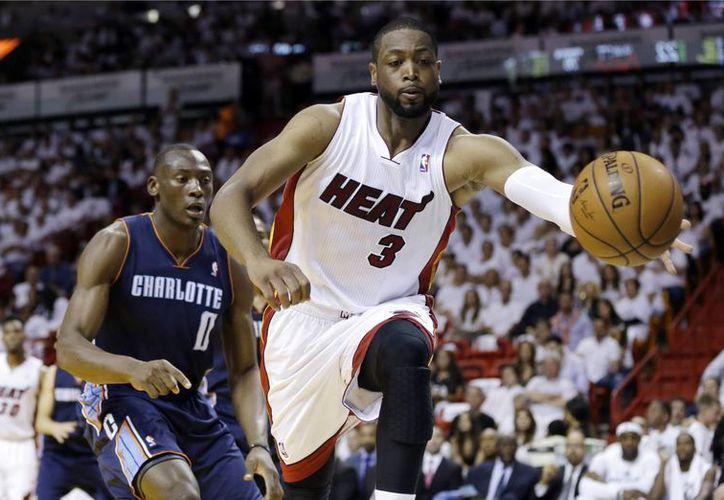 Dwayne Wade jugará su 12ava campaña en el Heat. Es el líder de todos los tiempos de la franquicia en juegos disputados, puntos, asistencias y robos. (Foto: AP)