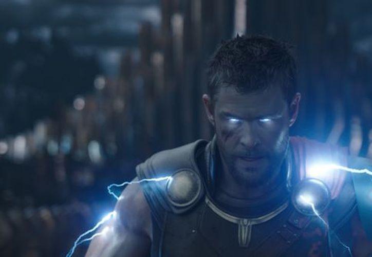 Thor se entera de que su padre ya no manda en Asgard y regresa para descubrir que lo suplantó Loki. (Contexto/Internet)