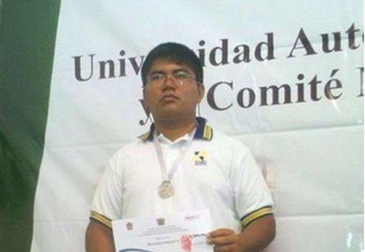 Moisés Barrera Keb cursa la carrera de Técnico en Soporte y Mantenimiento de Equipo de Cómputo. (Redacción/SIPSE)