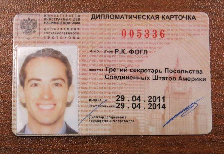 Tarjeta diplomática del supuesto agente de la CIA Ryan Christopher Fogle, en Moscú, Rusia. (EFE)