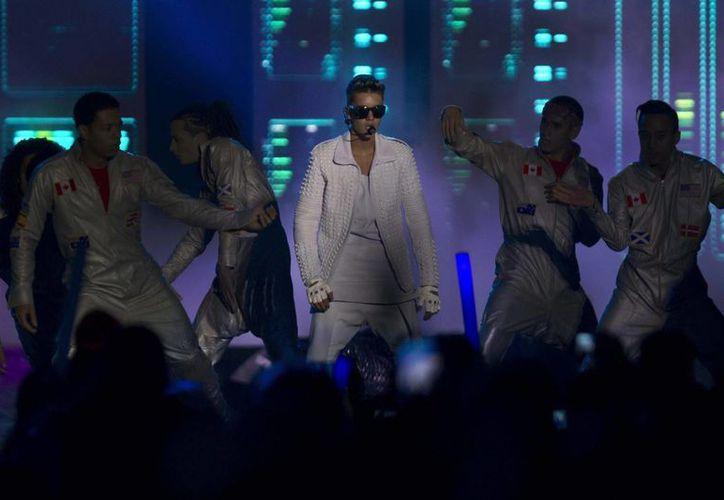 El anuncio de Bieber provocó miles de respuestas por parte de sus seguidores en Twitter y en Facebook. (Archivo/EFE)