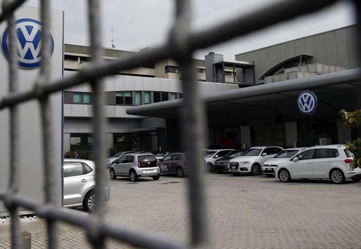 Diarios alemanes reportaron que un proveedor así como sus mismos técnicos, habrían advertido a la Volkswagen sobre el software ilegal, en 2007 y 2011, respectivamente. (AP)