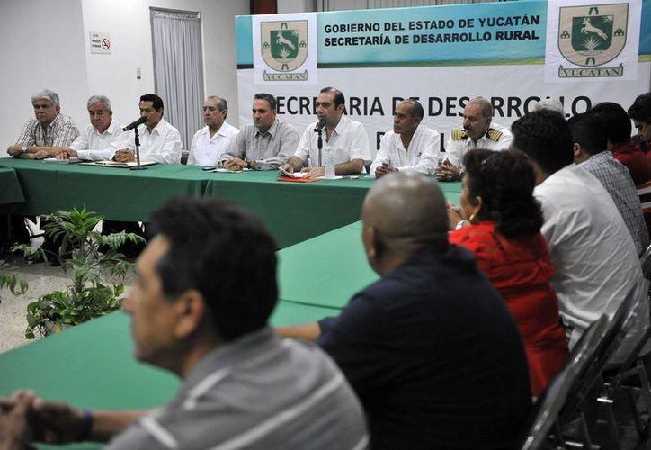 En conferencia de prensa, funcionarios federales y estatales indicaron que tiene un avance del 90% de la lista de pescadores y cooperativas de Yucatán que tendrán permiso de explotar pepino de mar. (Cortesía)