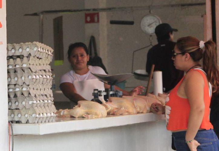 La mejora en la economía repercutirá en la ciudad capital, la mayoría de las familias acuden a Chetumal a realizar sus compras. (Edgardo Rodríguez/SIPSE)