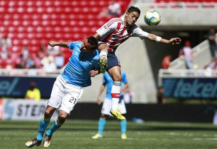 En juego disputado en el Omnilife, Marco Fabián anotó por Chivas al minuto 23 y el argentino Mauro Matos de San Luis emparejó el marcador en el 55. (Notimex)