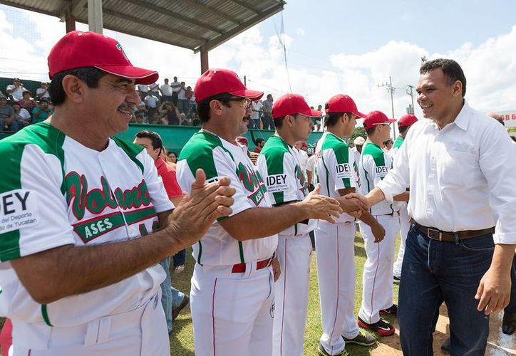 El gobernador de Yucatán, Rolando Zapata Bello, ha tenido una agenda muy ocupada en los últimos días. (SIPSE)