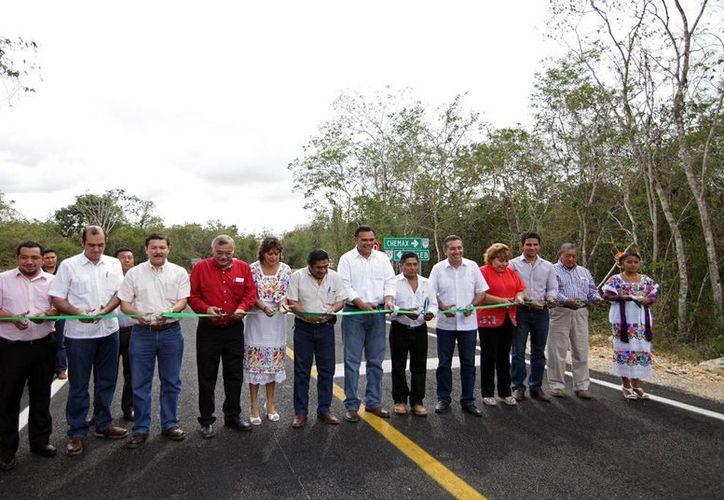 El tramo carretero fue realizado con una inversión de 21.5 millones de pesos. (Cortesía)