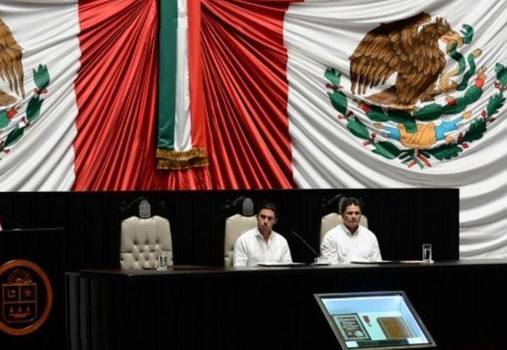 El diputado Remberto Estrada Barba encabezó la Mesa Directiva del periodo extraordinario de sesiones desarrollado el pasado miércoles 22 de enero. (Cortesía/SIPSE)