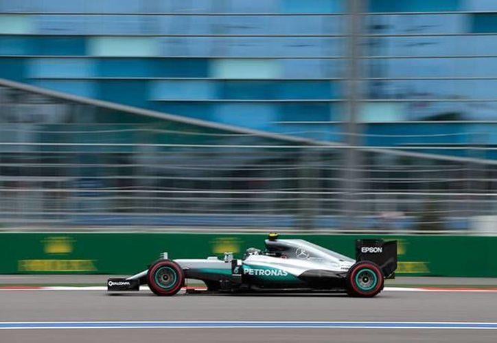 Nico Rosberg consiguió el primer lugar en las pruebas del GP de Rusia, y se mantiene como amplio favorito para ganar la carrera.(AP)