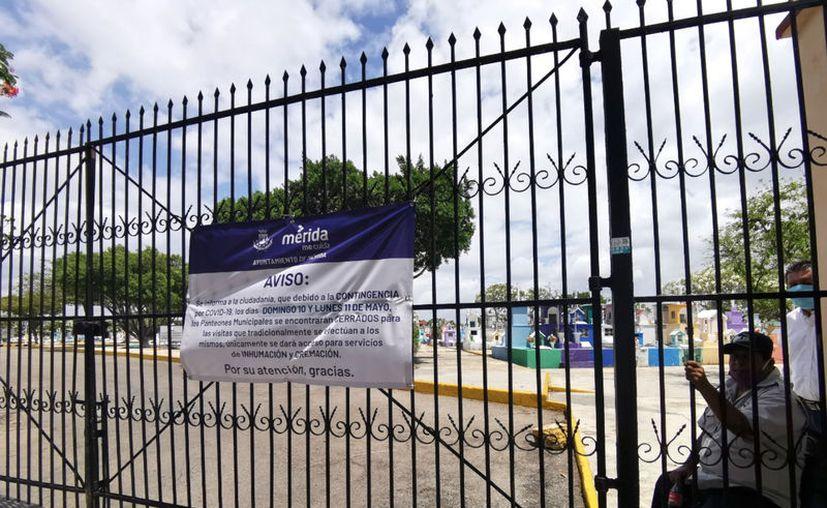 Este año no se observó a las vendedoras de flores, arreglos, coronas y veladoras en la zona. (Daniel Sandoval/Novedades Yucatán)