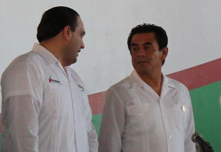 La administración de Francisco Flota Medrano es la única del estado que no tiene deudas; en la gráfica el edíl acompañado del goberno Roberto Borge Angulo. (Juan Carlos Gómez/SIPSE)