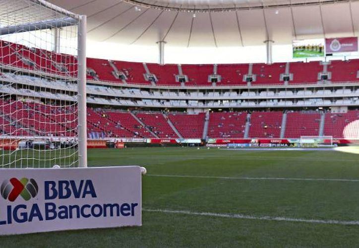 El 'nuevo' Estadio de Chivas, el Omnilife, fue construido en 2010, y ya albergó un juego amistoso entre la Selección Mexicana y Ecuador. (Notimex)