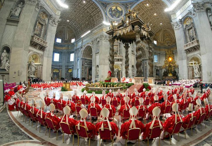 Los 115 cardenales durante una misa antes de iniciar el Cónclave. (Agencias)