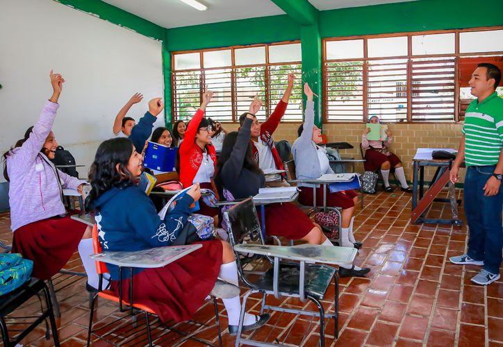 El presidente municipal de Tulum, Víctor Mas, adelantó que se construirá una ciclovía para beneficio de los estudiantes. (Foto: especial)
