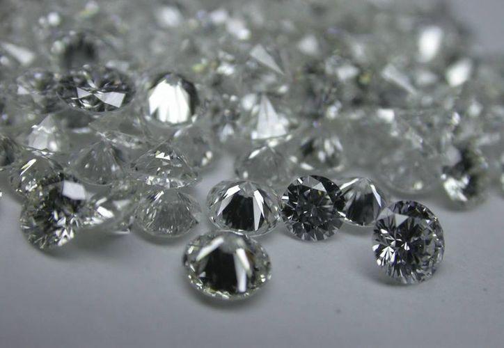En el aeropuerto de Bruselas pasan a diario diamantes valuados en 200 millones de dólares. (EFE)
