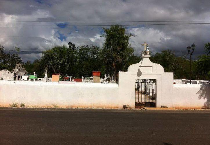 Cementerio de Cuzamá, en donde vieron las apariciones del brujo y de la mujer misteriosa. (Jorge Moreno/SIPSE)
