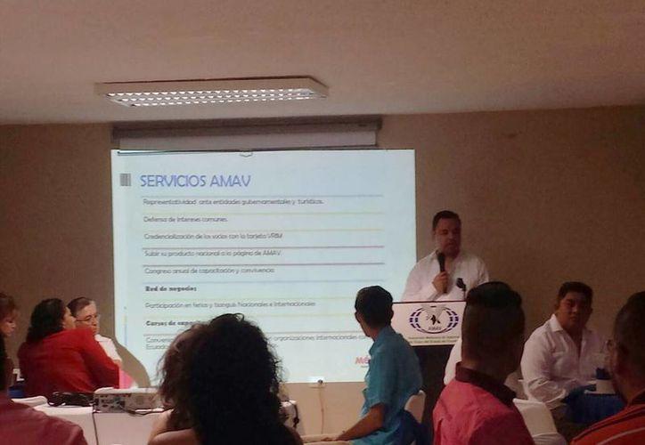 Imagen de la presentación de la nueva Asociación Mexicana de Agencias de Viaje (Amav)-Yucatán que encabeza Luis Puc. (Candelario Robles/SIPSE)