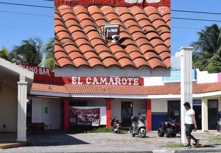 El bar cerca del cual fue encontrada sin vida una mujer el domingo, cuenta con una cámara de vigilancia en el techo. (Gustavo Villegas/SIPSE)