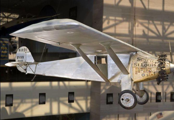 """Esta foto sin fecha proporcionada por el Museo Nacional del Aire y del Espacio, Institución Smithsonian muestra El """"Spirit of St. Louis"""". (Agencias)"""