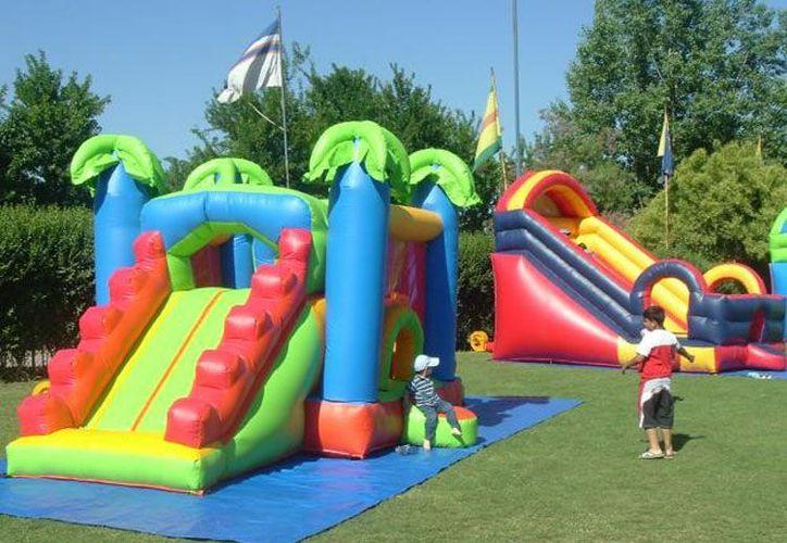 La mayoría de los accidentes en los inflables ocurre cuando los niños caen dentro o fuera de los castillos o cuando chocan, en el aire, con otros niños. (iztapalapa.olx.com.mx)