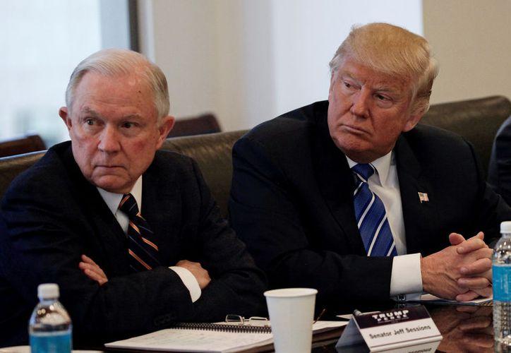 Sessions, fue uno de los más cercanos asesores de Trump durante la campaña. (Reuters/Mike Seagar)