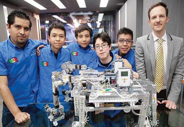El equipo mexicano que participó en el concurso de la NASA. (excelsior.com)