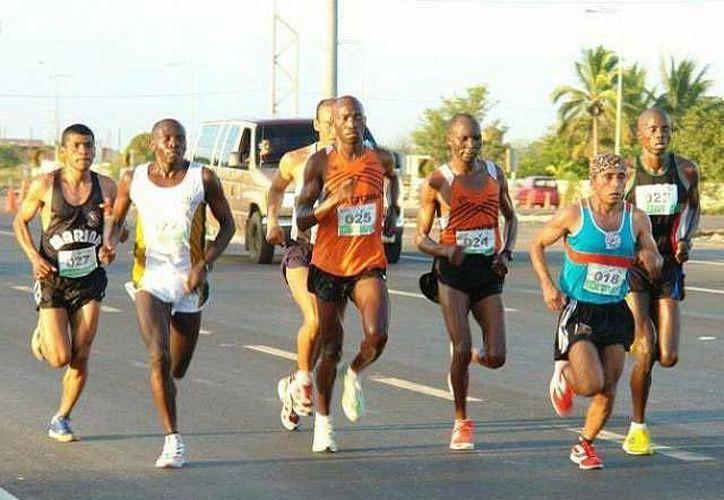 El keniano Isaac Waweru Macharia ganó la edición del año pasado. (SIPSE)