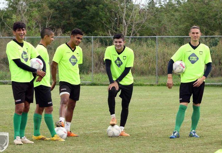 Los 'astados' suman dos puntos en la actual temporada, producto de empates a Mineros de Zacatecas y Necaxa. En la imagen, los futbolistas de Venados FC durante su sesión de entrenamiento. (Milenio Novedades)