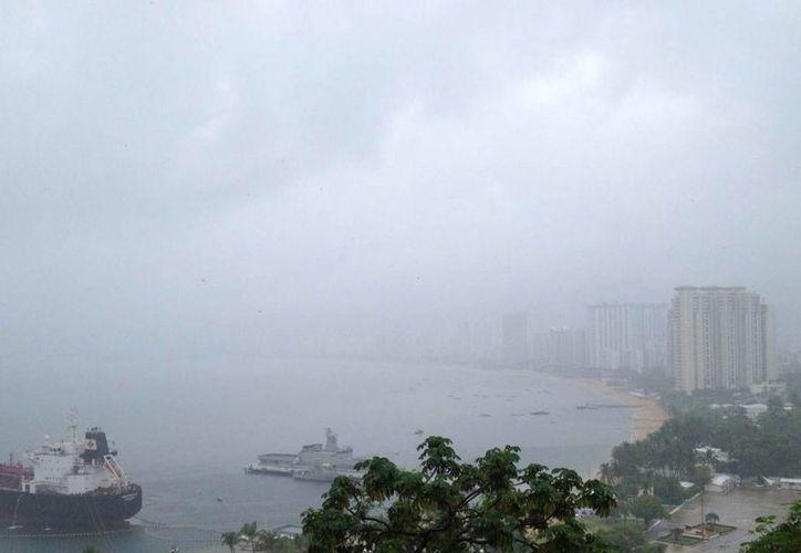 Los remanentes de 'Bárbara' continúan ocasionando mal tiempo en la zona. (Notimex)