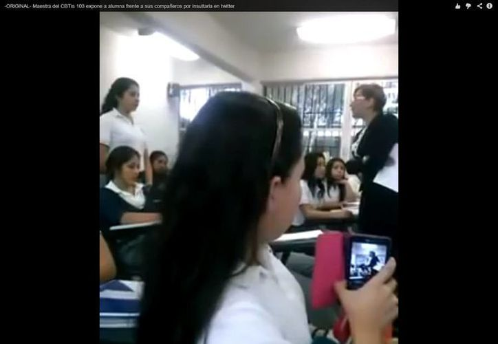 La maestra denigrada en Twitter  asegura que primero habló en buenos términos con la joven a la que reprobó y que después se vengó. (Captura de pantalla de YouTube)