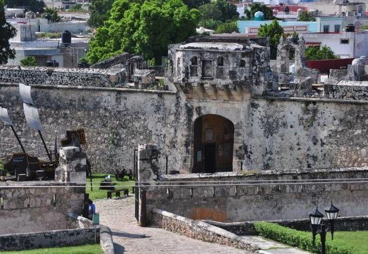Para el levantamiento de las murallas de Campeche se gastaron unos 380 mil pesos, de los cuales solo tres mil fue para el salario de los trabajadores mayas. (Archivo/SIPSE)