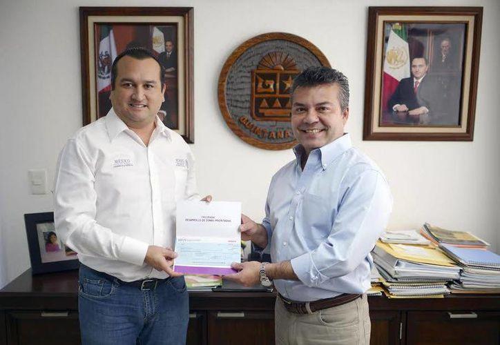 La Sedesol entregó los primeros 15 millones de pesos al gobierno municipal para iniciar las obras de electrificación en la colonia Cristo Rey. (Redacción/SIPSE)