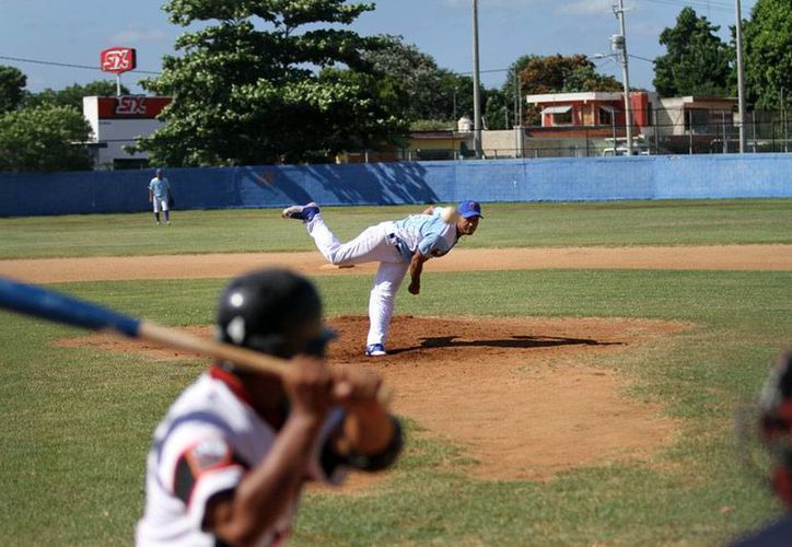 Vibrante inicio de la Liga Meridana de Beisbol: Senadores derrotó a Diablos. (César González/SIPSE)