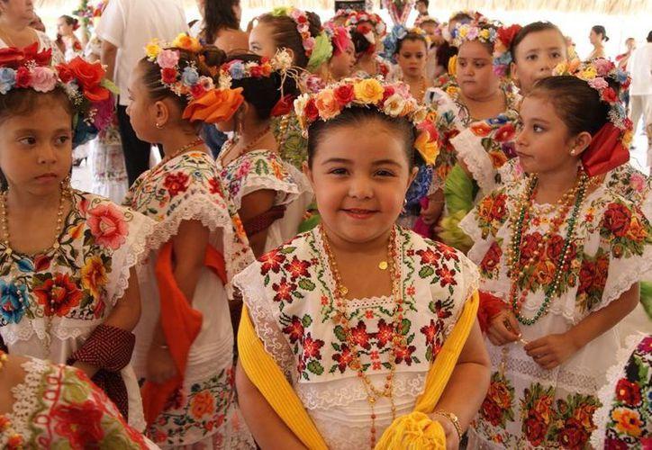 Botones, capullos y flores más bellas de El Cedral participan año con año en las festividades. (Cortesía/SIPSE)
