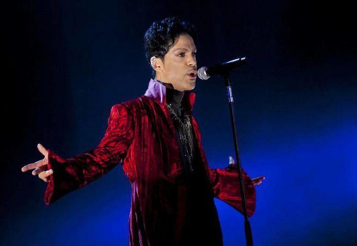 Prince debutó en 1978 con 'For You', al que seguirían discos como 'Prince', 'Dirty Mind', 'Controversy' y '1999', con los que progresivamente fue ganando popularidad. (AP/ EFE)