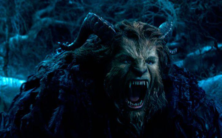 La Bella y la Bestia, película que combina a personajes reales con animados, se llevó el primer lugar en la taquilla durante este fin de semana. Y apenas se está estrenando. (AP)