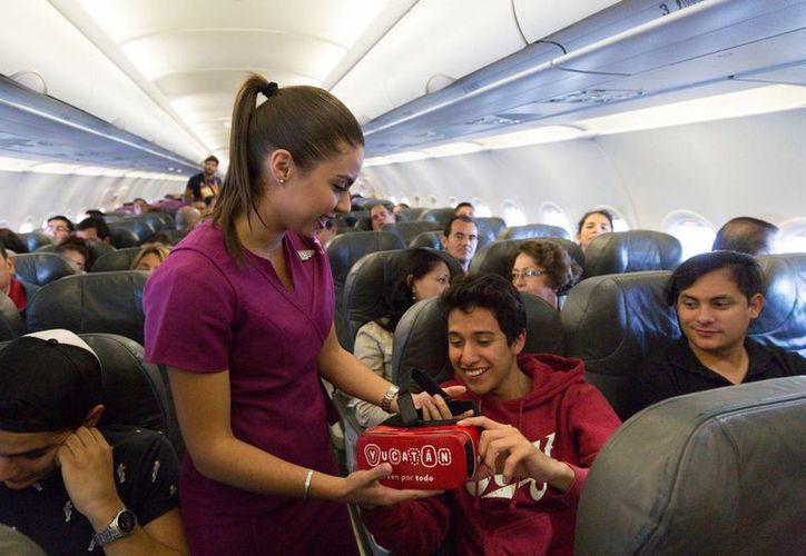 Mientras viajan en avión los pasajeros pueden conocer Yucatán a través de un video de realidad virtual. (Fotos cortesía del Gobierno estatal)