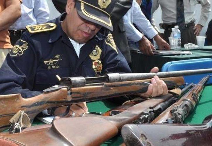 En semanas recientes las autoridades del DF han hecho colectas de armas. (www.noticierostelevisa.esmas.com/Archivo)