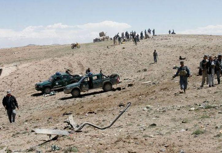 Las carreteras afganas suelen estar llenas de minas explosivas cuyo blanco son los insurgentes chiitas. (Agencias)