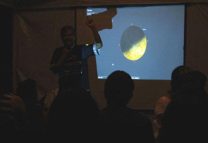 En noviembre, las estrellas dieron espectáculo en Mérida: anoche se llevó a cabo el evento Noche de Estrellas, en zoológico Animaya de Mérida. En diciembre se podrá observar el paso de un cometa, y también habrá lluvia de Gemínidas y Perseidas. (Juan C. Albornoz/SIPSE)