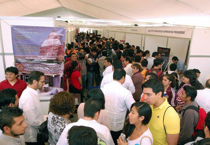 Cientos de jóvenes se reúnen para compartir experiencias de negocios en el Tecnológico de Mérida. (Milenio Novedades)
