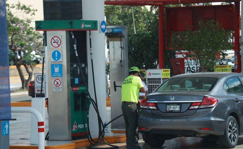 La Profeco tiene previsto implementar operativos de revisión en las gasolineras durante la siguiente semana. (Jorge Acosta)
