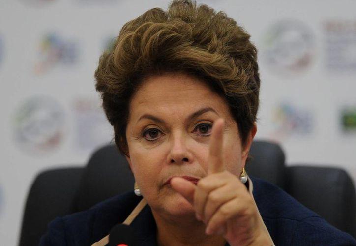 Dilma Rousseff también ha sugerido que en el plebiscito se plantee una nueva reglamentación de las coaliciones partidarias. (Archivo/EFE)