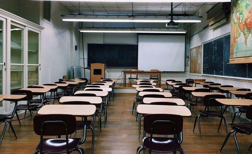 Algunas escuelas  decidieron retirar los percheros de las aulas de clases debido a que eran usados para este mismo reto. (Pixabay)