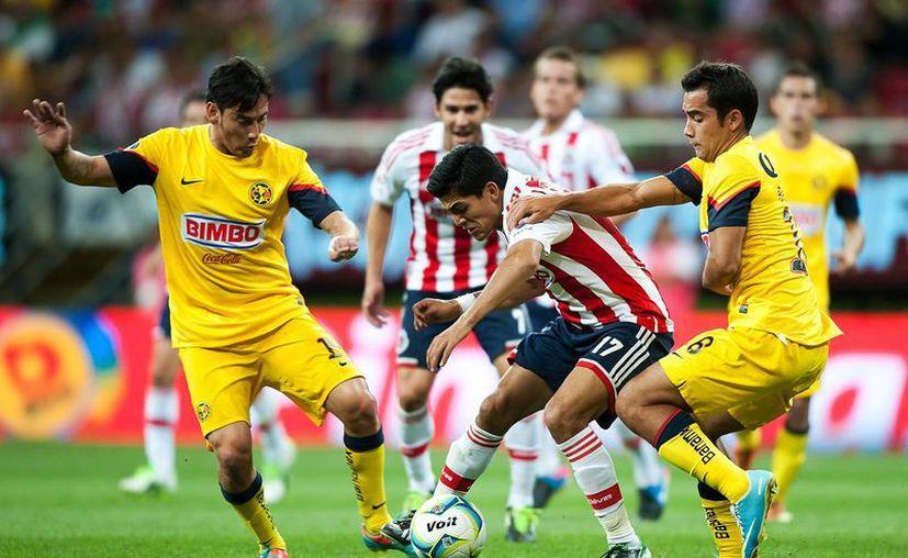 Con 17 unidades, América ocupa la posición 7 de la tabla y Chivas la 8. (Foto: Agencias)