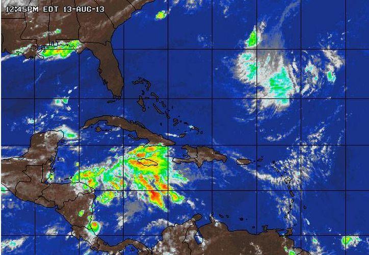 Se acerca lentamente a la Península de Yucatán y al sur del Golfo de México. (Redacción/SIPSE)