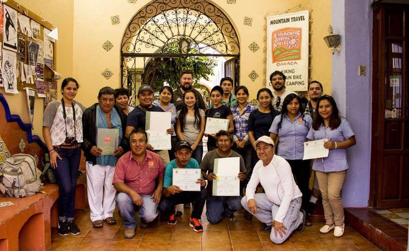 Los alumnos de la Uady que participaron en el recorrido. (Milenio Novedades)