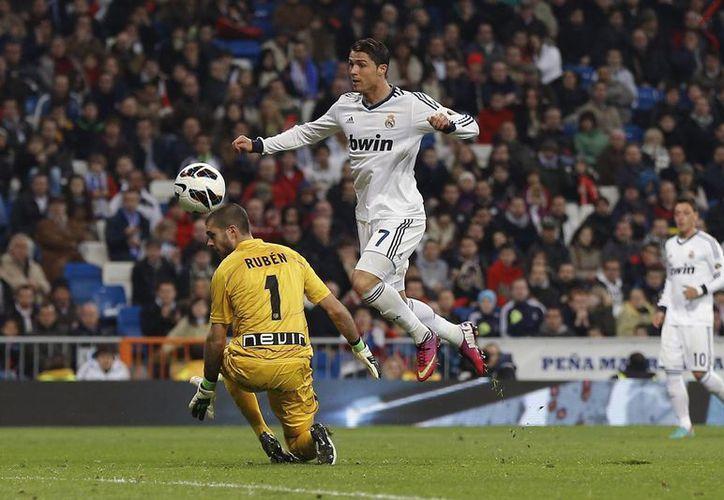 Rayo desperdició su ventaja numérica y el cansancio del Real Madrid tras el duelo que sostuvo con el ManU en la Champions League. (Agencias)