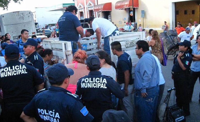 Los inspectores de mercados del Ayuntamiento habrían golpeado a una menor de edad, según testigos. (SIPSE)